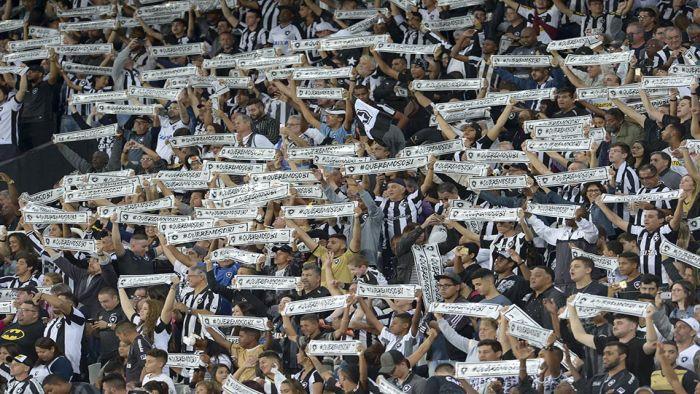 Torcida durante Botafogo x Nacional