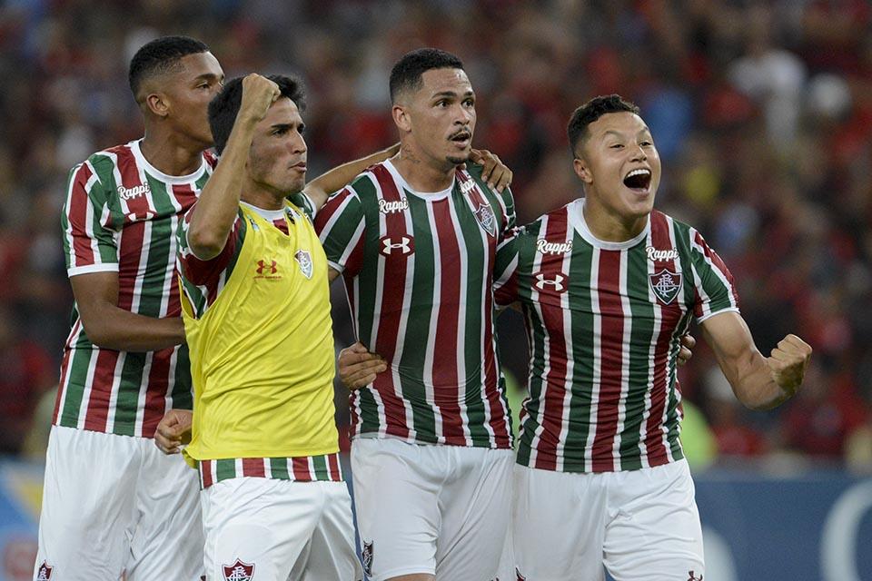6cfefa708eb62 Jogadores tricolor comemoram a classificação para a final durante Flamengo x  Fluminense realizada no Maracanã