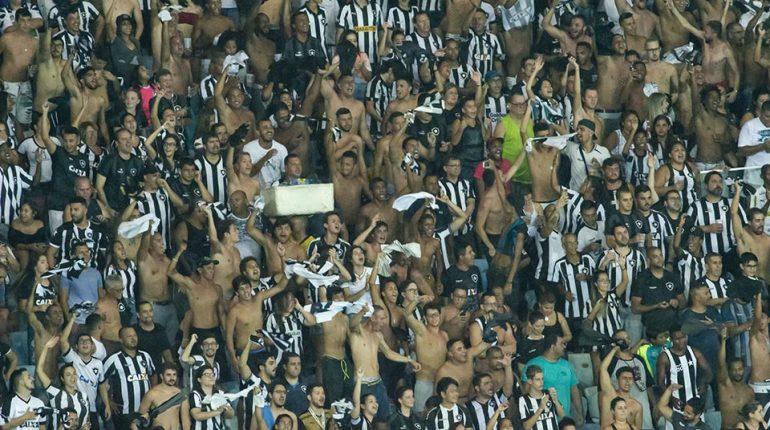 Torcida do Botafogo no Nilton Santos