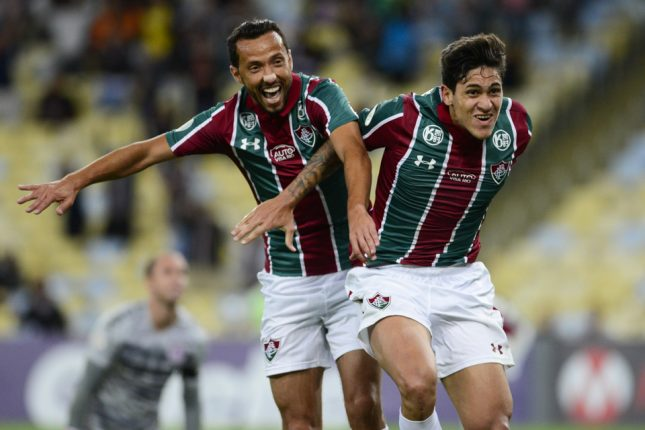 Pedro comemora gol com Nene